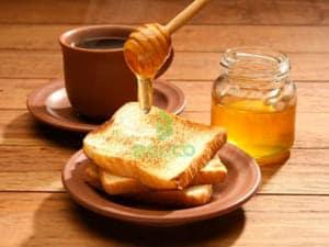 Bánh mì ăn với mật ong